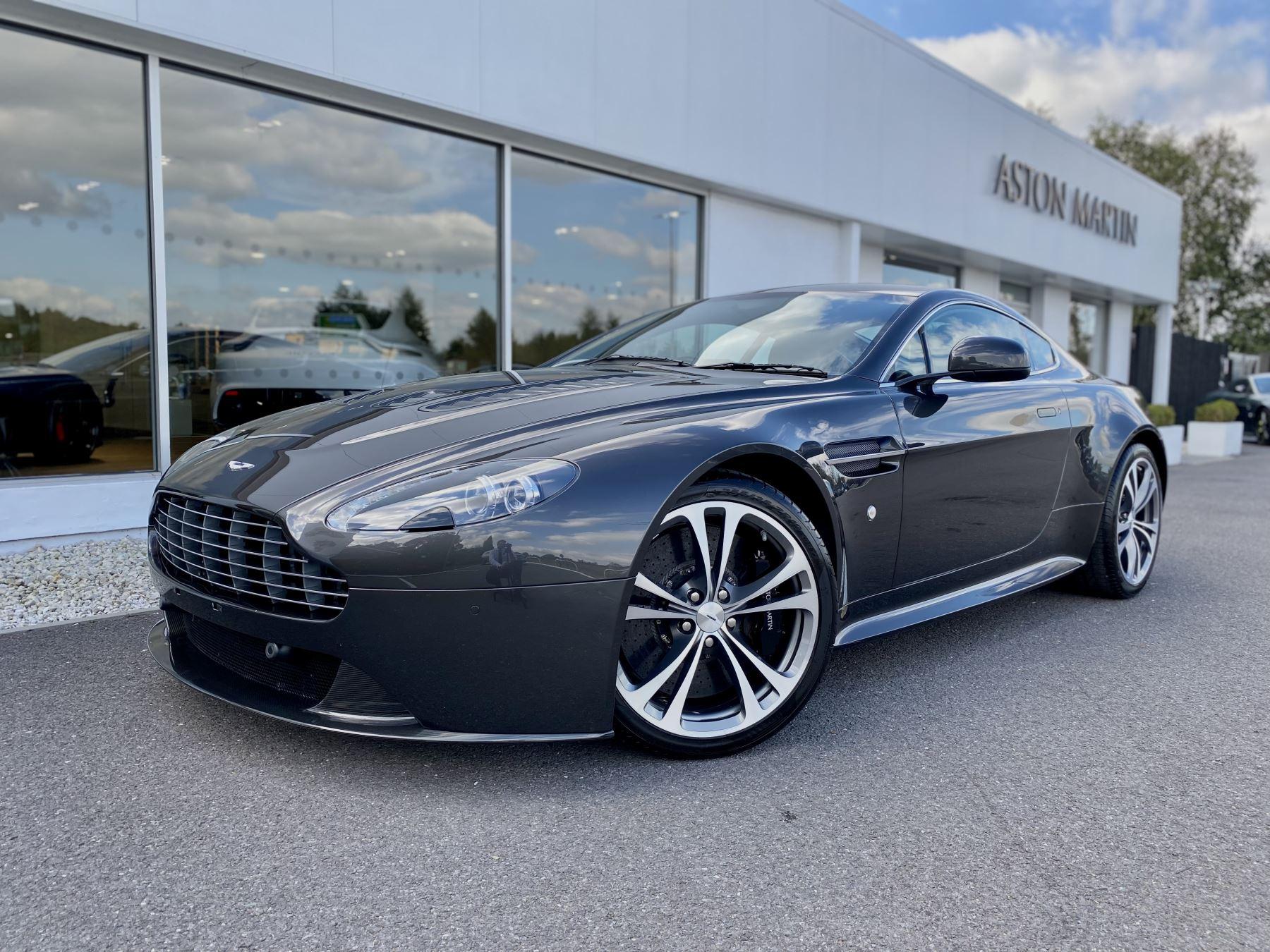 Aston Martin V12 Vantage 2dr v12 manual coupe. Sports Seats . Manual . Ceramic Brakes  image 3