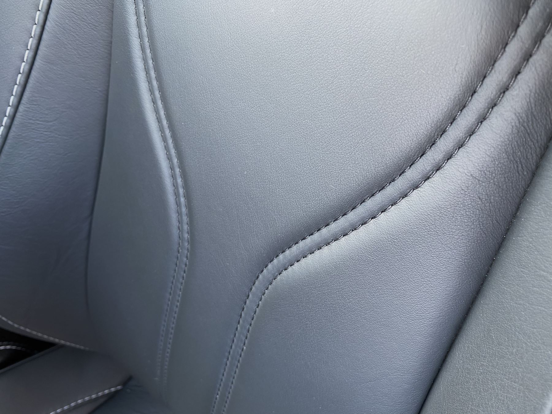 Aston Martin V12 Vantage 2dr v12 manual coupe. Sports Seats . Manual . Ceramic Brakes  image 27
