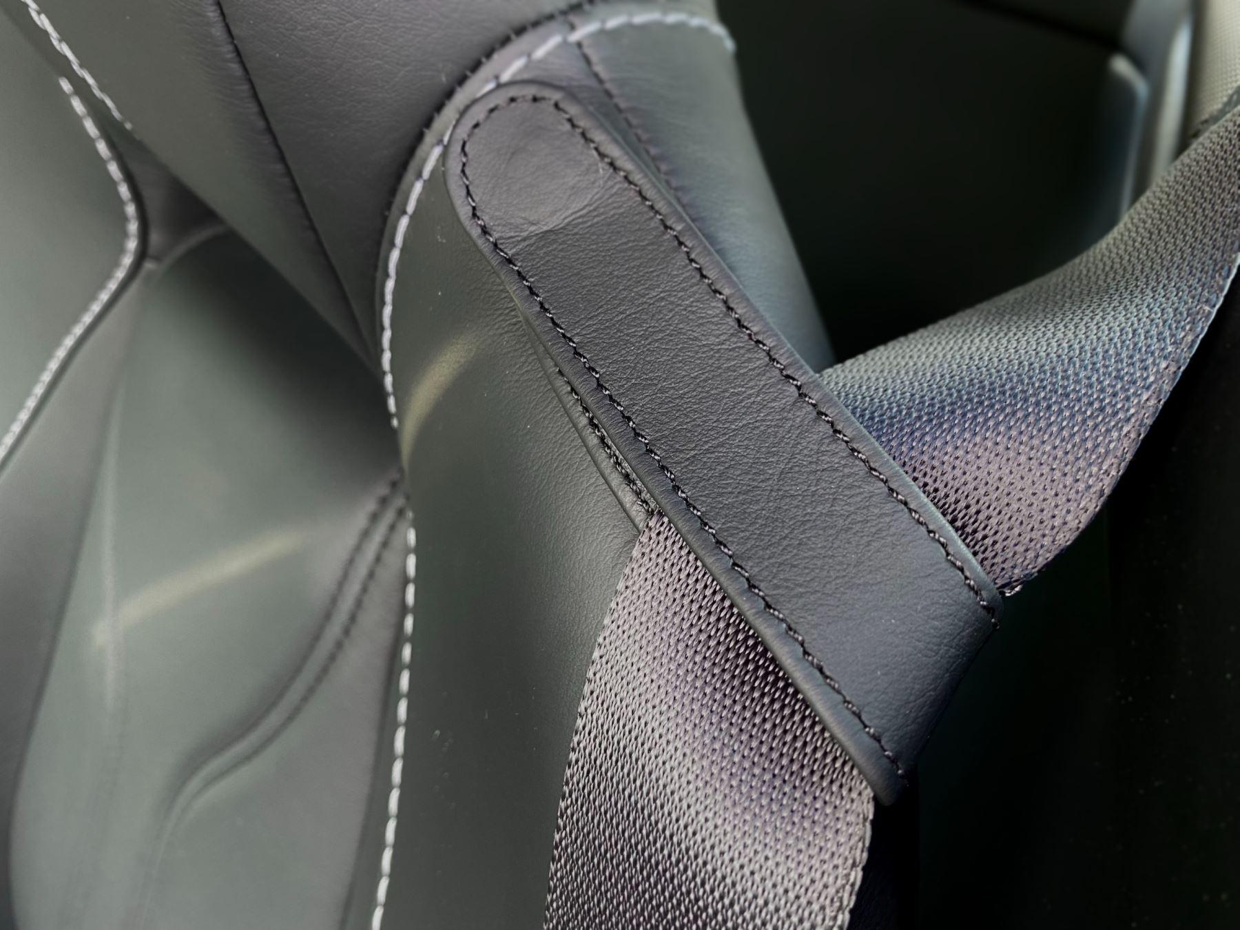 Aston Martin V12 Vantage 2dr v12 manual coupe. Sports Seats . Manual . Ceramic Brakes  image 28
