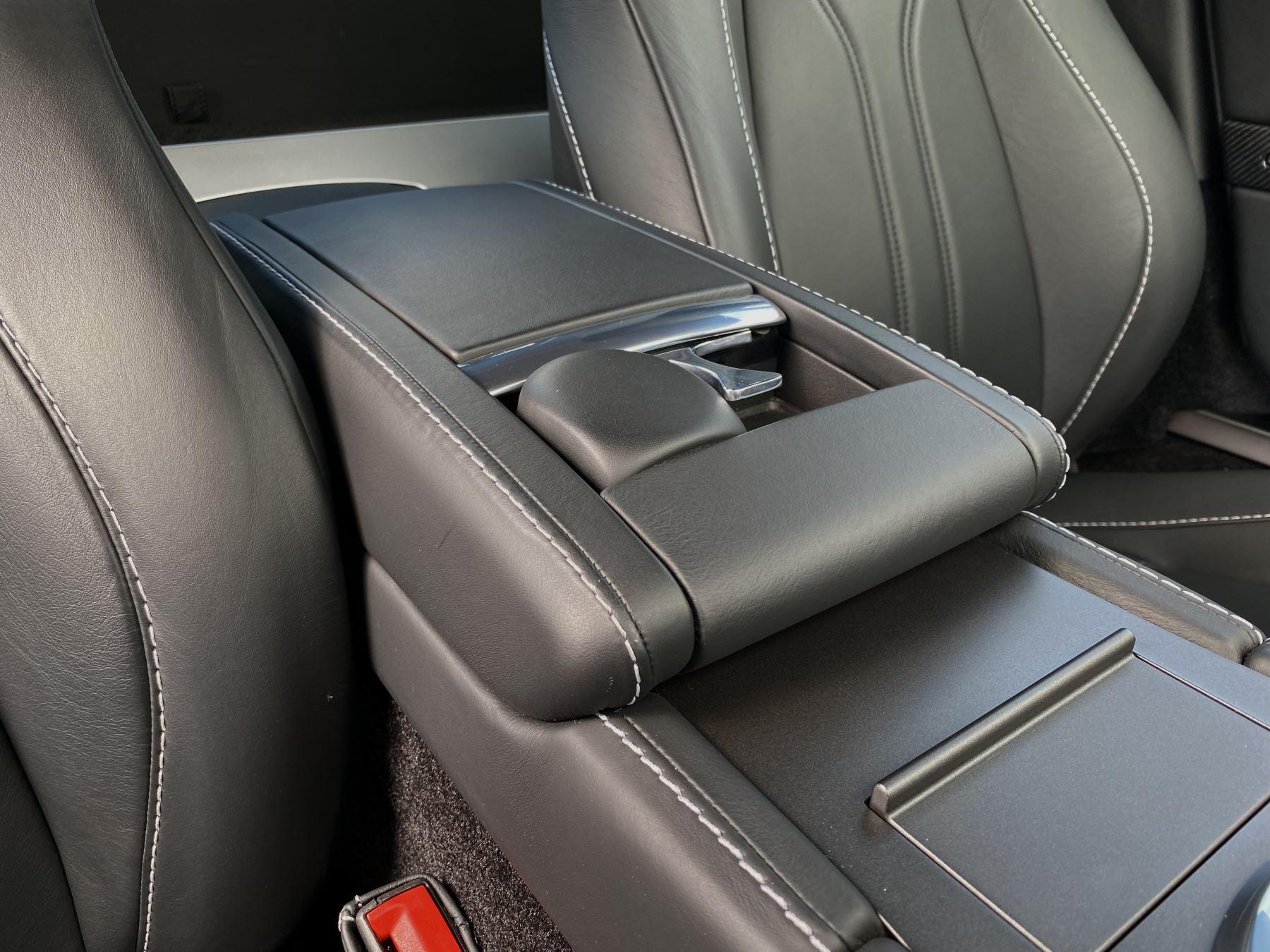 Aston Martin V12 Vantage 2dr v12 manual coupe. Sports Seats . Manual . Ceramic Brakes  image 26