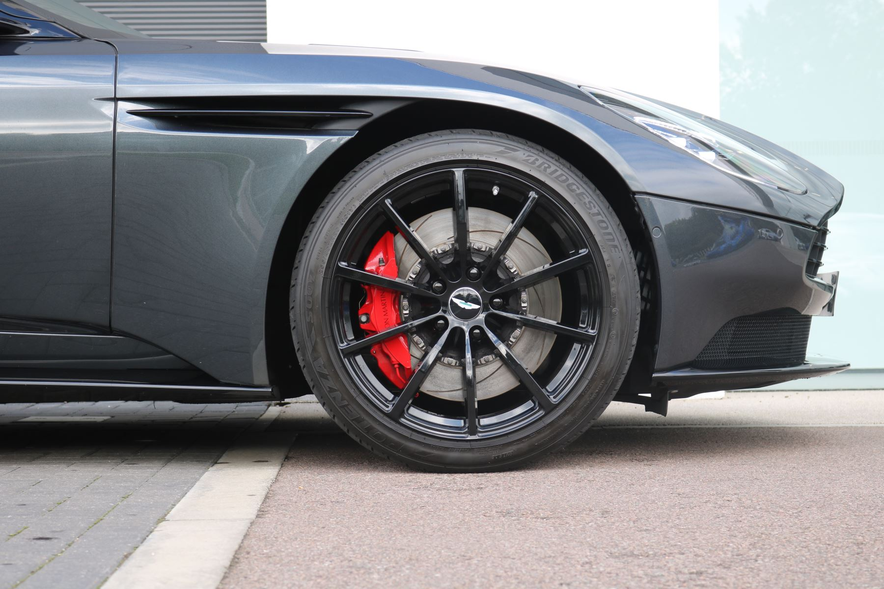 Aston Martin DB11 V12 AMR 2dr Touchtronic FREE SERVICING  image 16