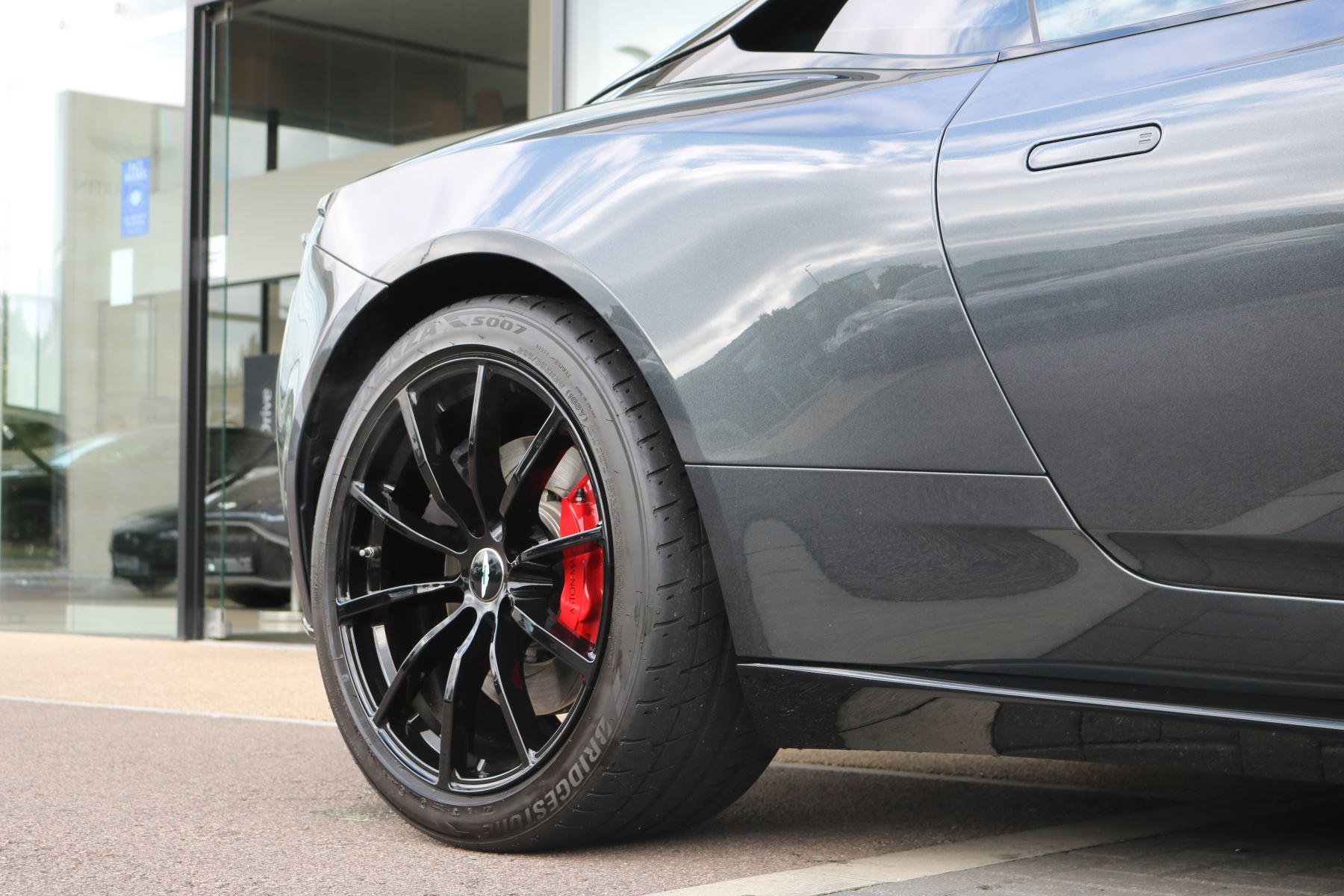 Aston Martin DB11 V12 AMR 2dr Touchtronic FREE SERVICING  image 17