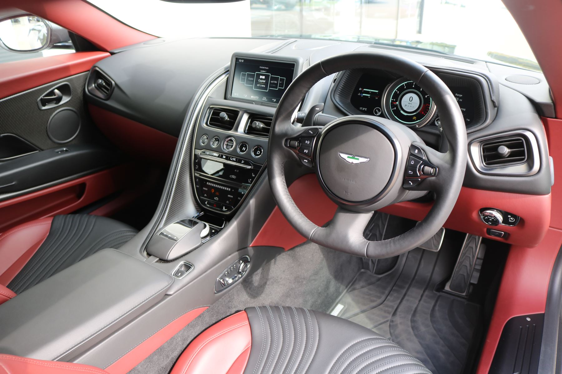 Aston Martin DB11 V12 AMR 2dr Touchtronic FREE SERVICING  image 18