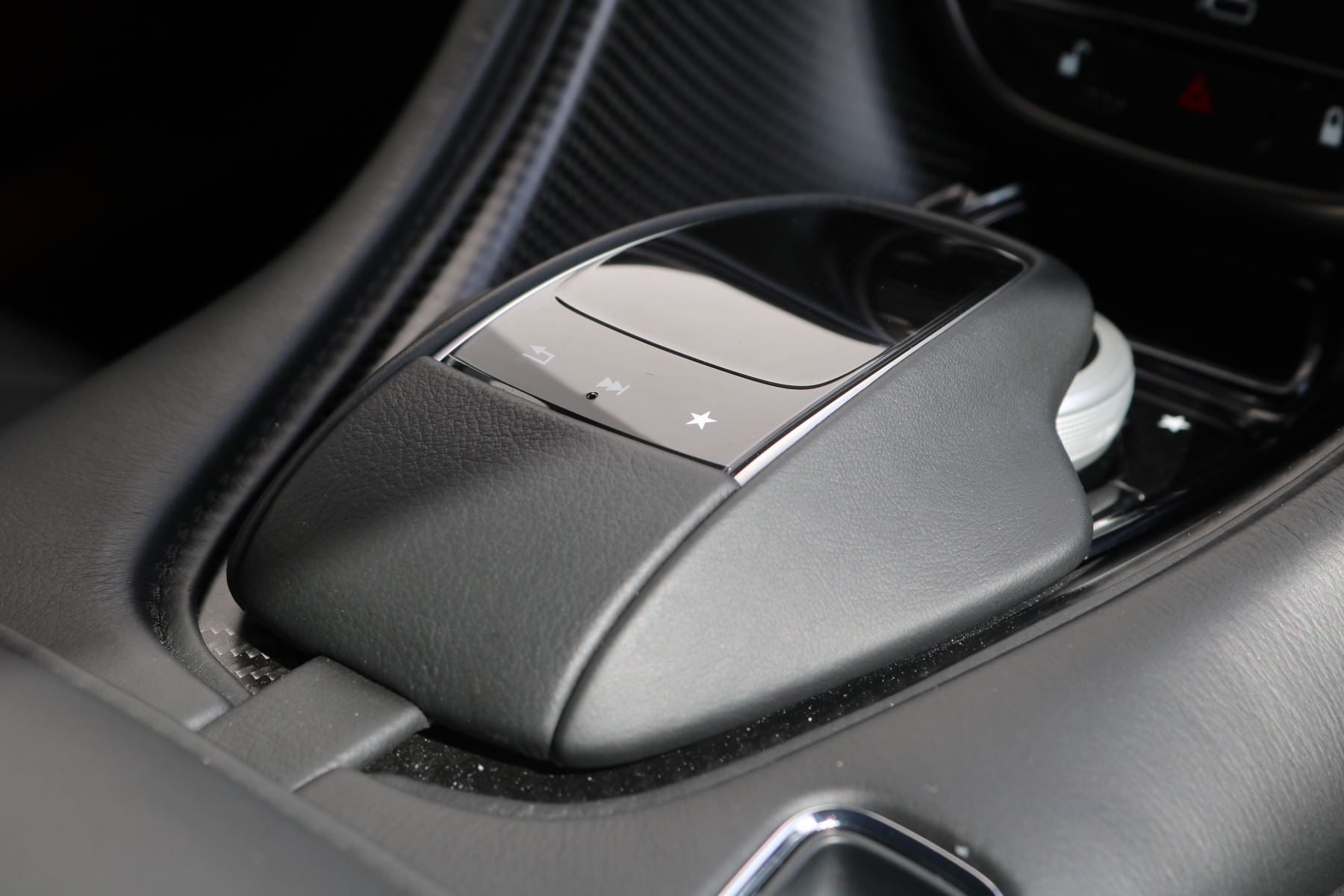 Aston Martin DB11 V12 AMR 2dr Touchtronic FREE SERVICING  image 29