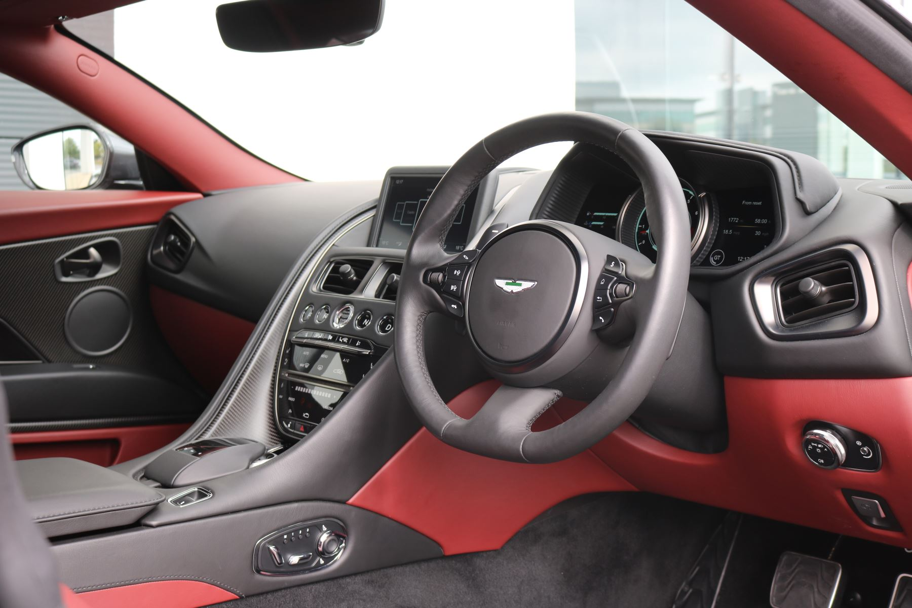 Aston Martin DB11 V12 AMR 2dr Touchtronic FREE SERVICING  image 39