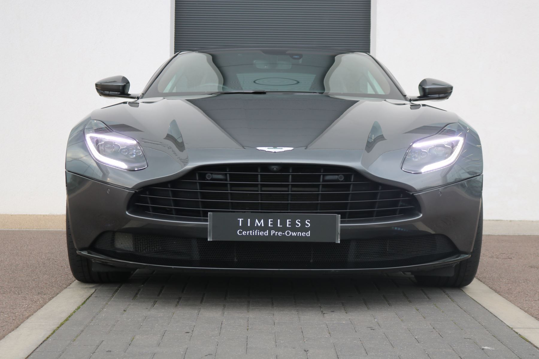 Aston Martin DB11 V8 Touchtronic Coupe 1 OWNER LOW MILEAGE 4.0 Automatic 2 door (2019)