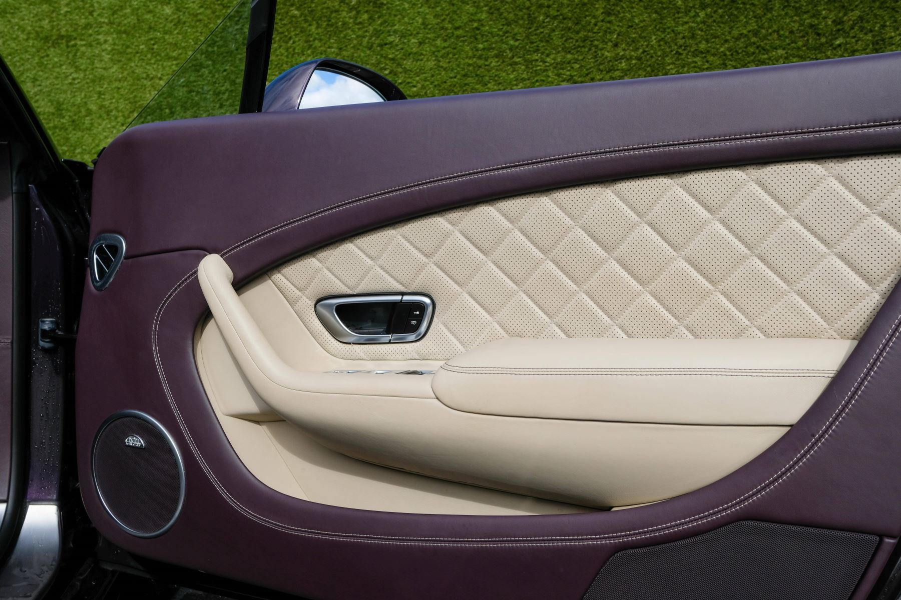 Bentley Continental GTC 4.0 V8 S Mulliner Driving Spec - Premier and All Seasons Specification image 16