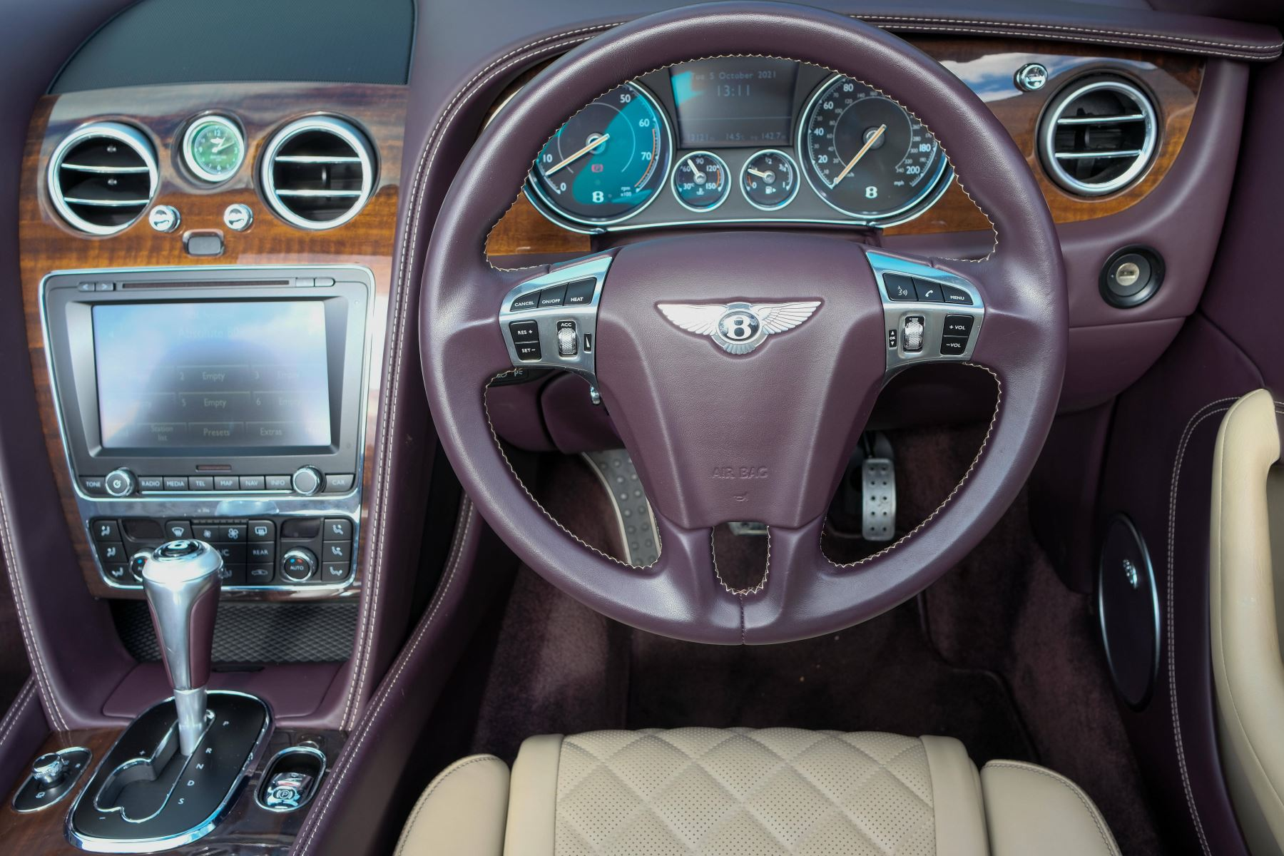 Bentley Continental GTC 4.0 V8 S Mulliner Driving Spec - Premier and All Seasons Specification image 12