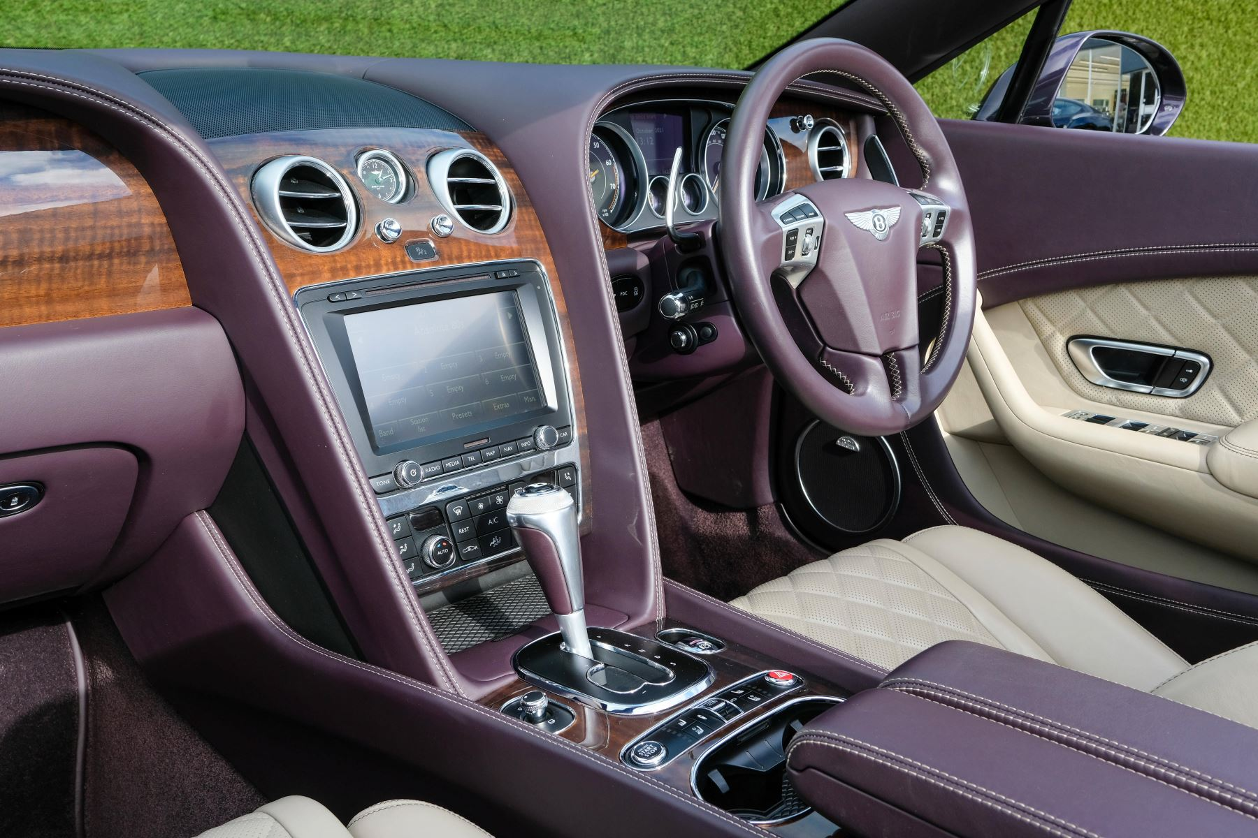 Bentley Continental GTC 4.0 V8 S Mulliner Driving Spec - Premier and All Seasons Specification image 11