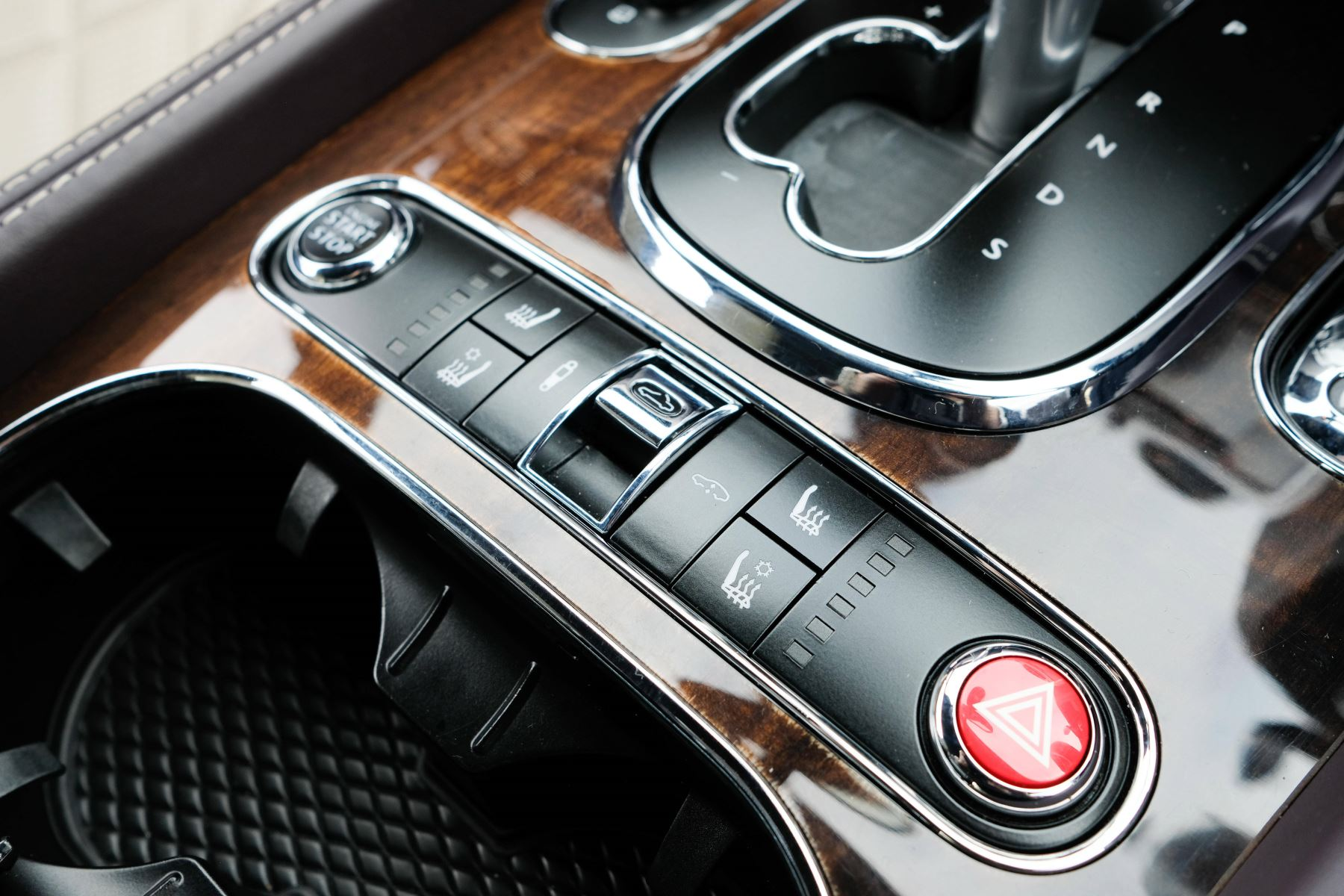 Bentley Continental GTC 4.0 V8 S Mulliner Driving Spec - Premier and All Seasons Specification image 25