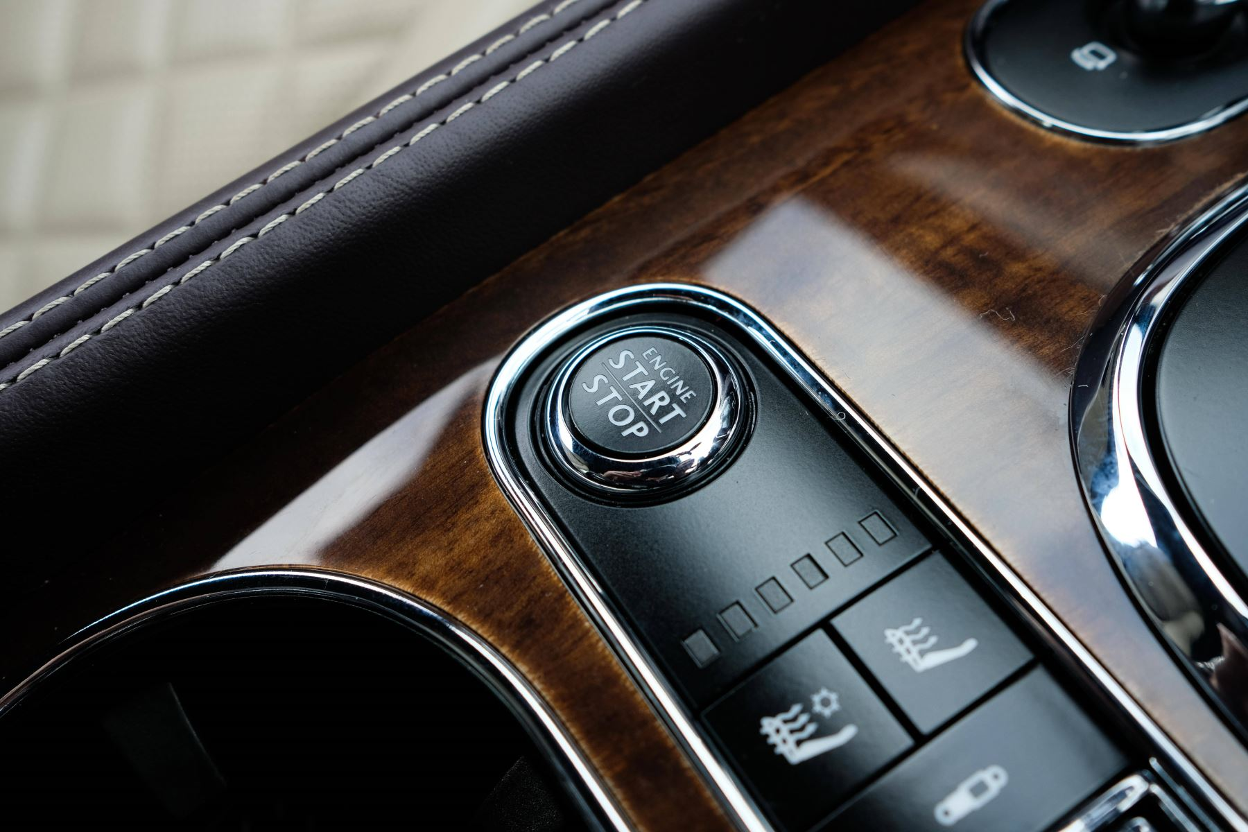 Bentley Continental GTC 4.0 V8 S Mulliner Driving Spec - Premier and All Seasons Specification image 26