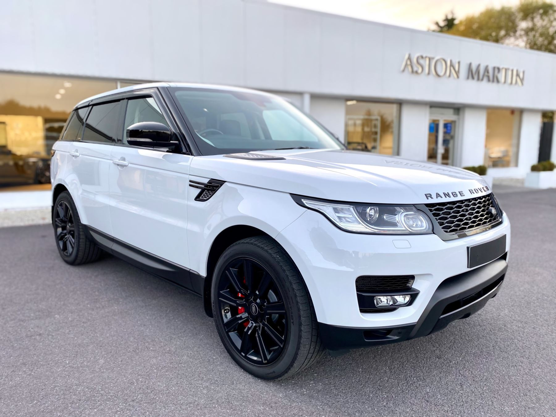 Land Rover Range Rover Sport 3.0 SDV6 HSE Dynamic. Panoramic Roof . Meridian Surround Sound . Full Service History  Diesel Automatic 5 door Estate