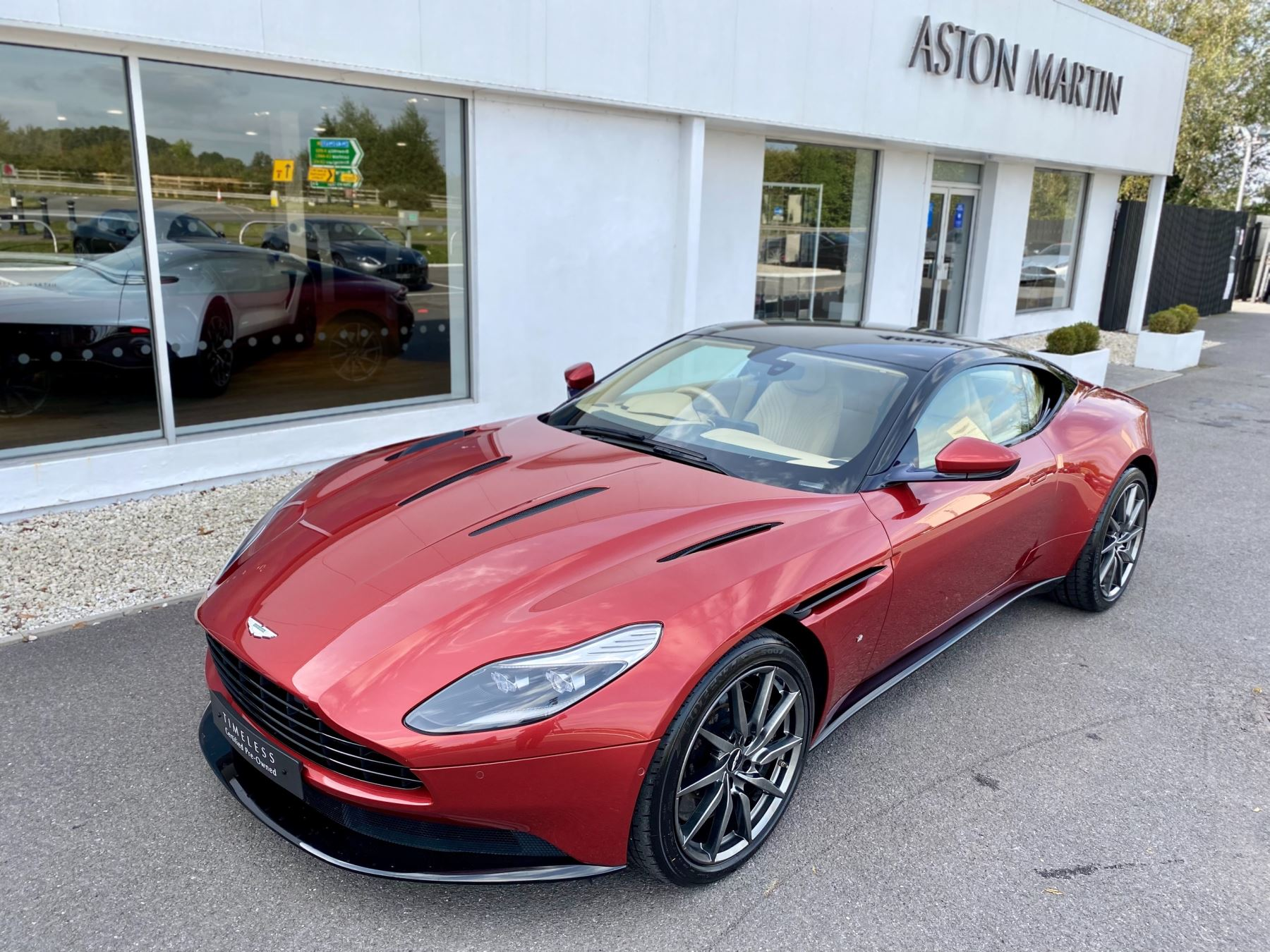 Aston Martin DB11 V12 Launch Edition Coupe. Bang & Olufsen Beosound Audio. Black brake calipers. Ventilated Seats image 10