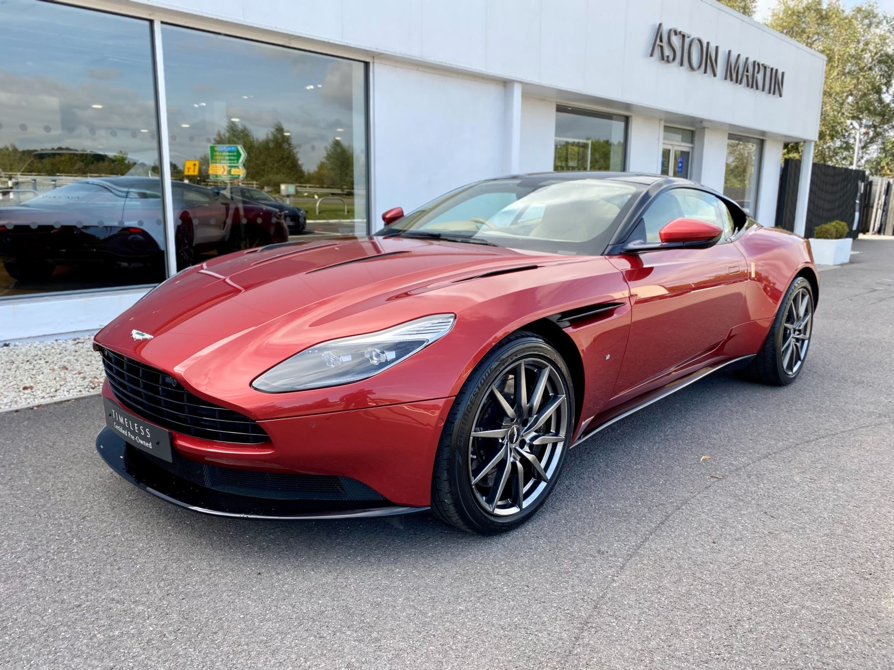 Aston Martin DB11 V12 Launch Edition Coupe. Bang & Olufsen Beosound Audio. Black brake calipers. Ventilated Seats image 3