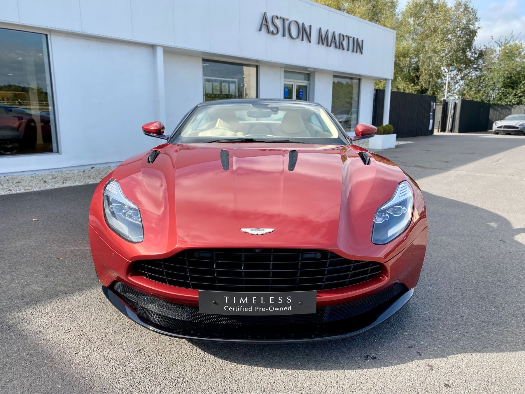 Aston Martin DB11 V12 Launch Edition Coupe. Bang & Olufsen Beosound Audio. Black brake calipers. Ventilated Seats image 2