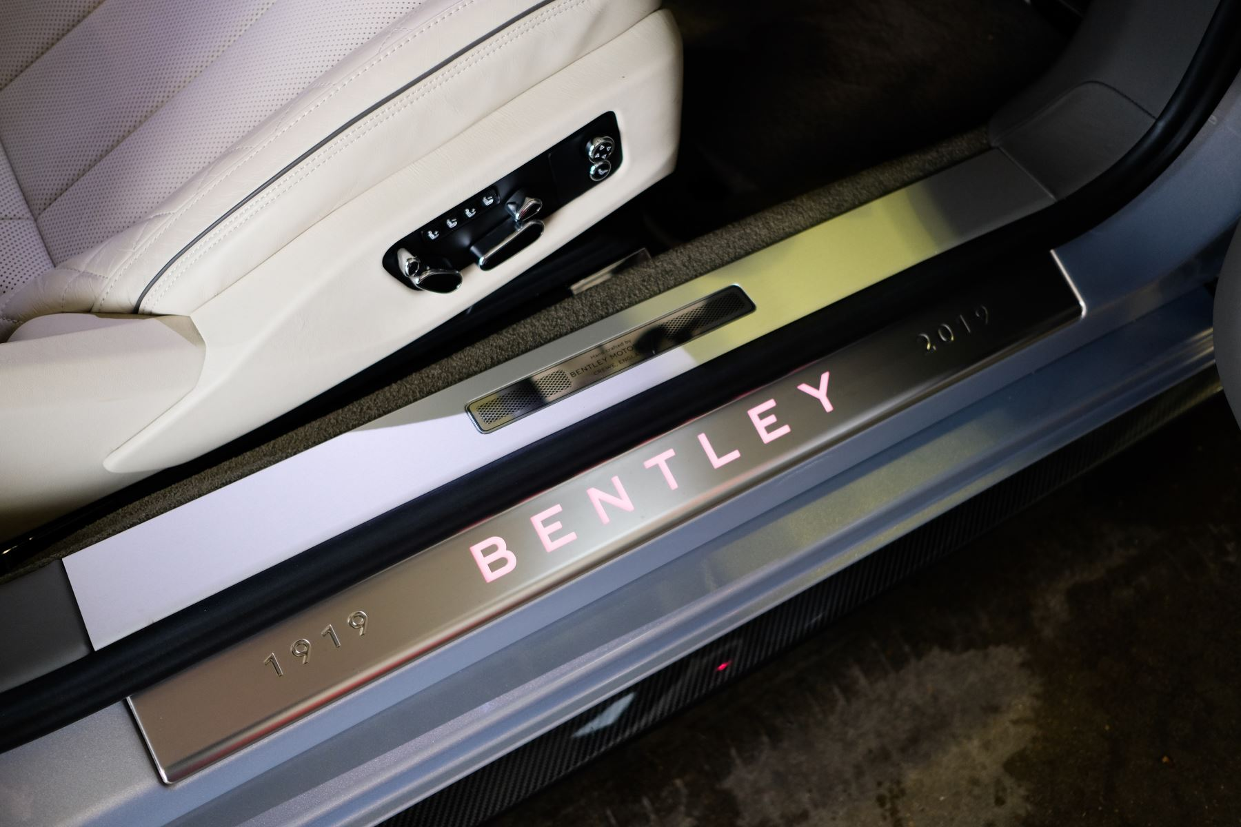 Bentley Continental GT 4.0 V8 - Mulliner Driving Specification with Black Painted Wheels - Touring and Centenary Spec image 35