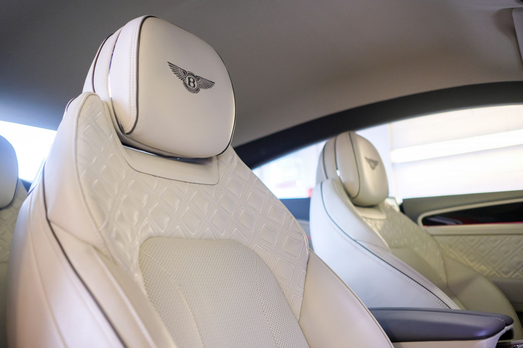 Bentley Continental GT 4.0 V8 - Mulliner Driving Specification with Black Painted Wheels - Touring and Centenary Spec image 44