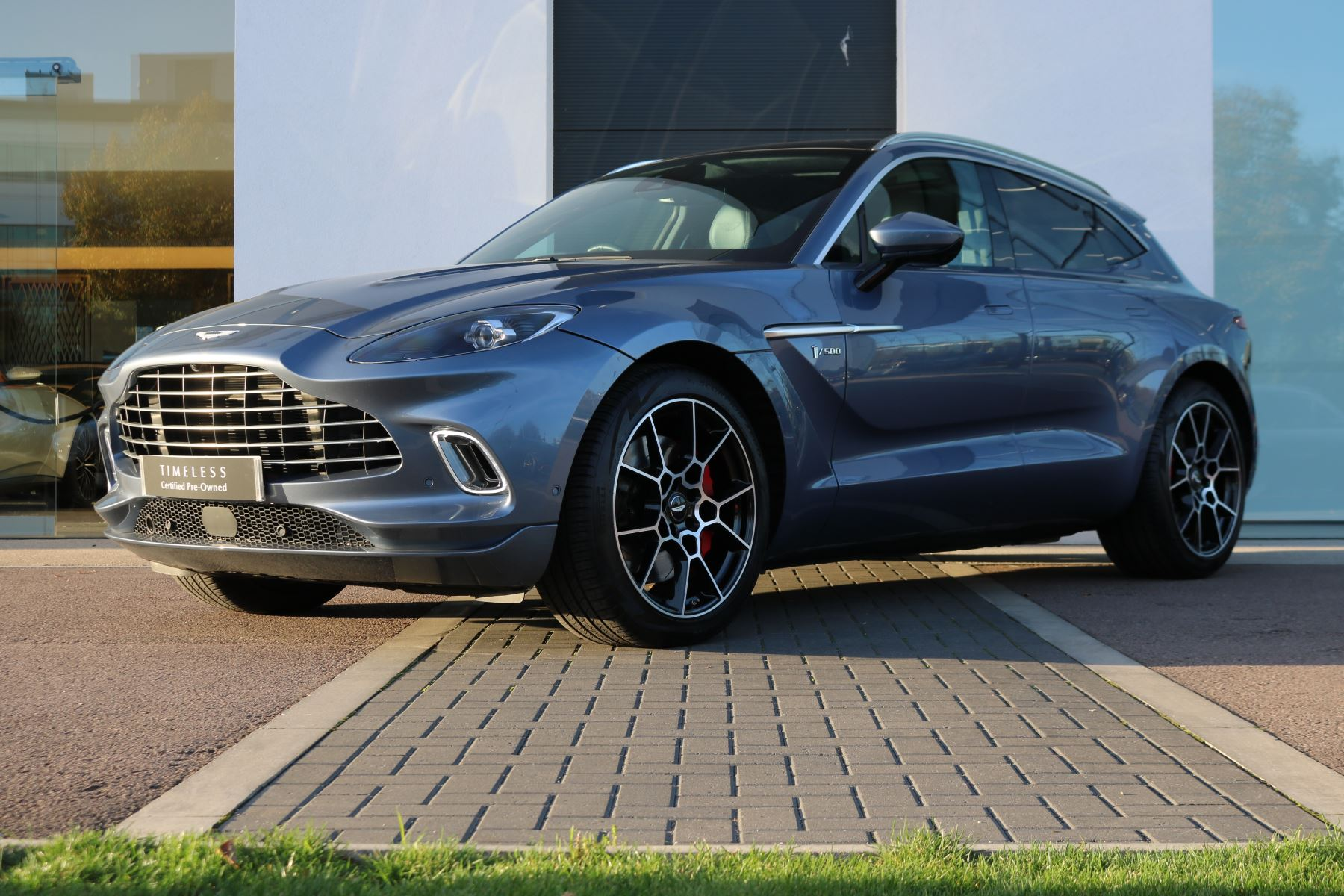 Aston Martin DBX V8 550 Touchtronic 1 of 500 Limited Edition Low Mileage  4.0 Automatic 5 door Estate (2020) image