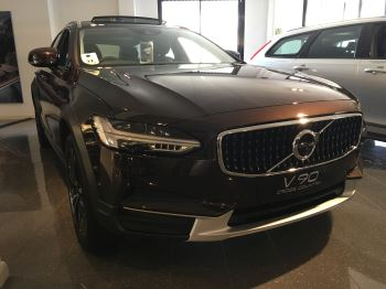 Volvo V90 2.0 D5 PowerPulse Cross Country 5dr AWD Geartronic Diesel Automatic Estate (2017) image