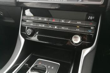 Jaguar XE 2.0d [180] Portfolio image 13 thumbnail