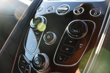 Aston Martin Vanquish V12 [568] 2+2 2dr Touchtronic 8 speed Carbon 17 Model Year Apple Car Play  image 9 thumbnail