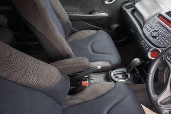 Honda Jazz 1.4 i-VTEC ES Plus CVT image 18 thumbnail