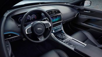 Jaguar XE 2.0d R-Dynamic HSE image 16 thumbnail