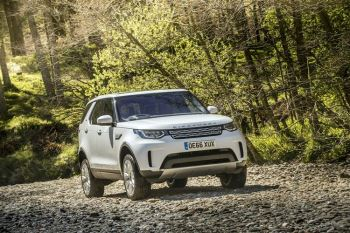 Land Rover Discovery 3.0 SDV6 HSE image 22 thumbnail