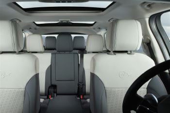 Land Rover Discovery 3.0 SDV6 HSE image 16 thumbnail