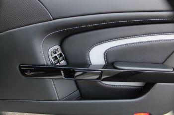 Aston Martin V12 Vantage S Coupe S 2dr Sportshift III image 16 thumbnail