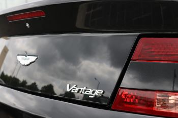 Aston Martin V8 Vantage Roadster 2dr Sportshift [420] image 18 thumbnail
