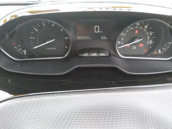 Peugeot 208 1.2 PureTech 82 Signature [Start Stop] image 8 thumbnail