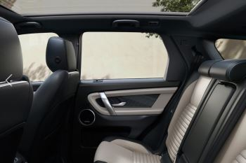 Land Rover Discovery Sport HSE Luxury image 11 thumbnail