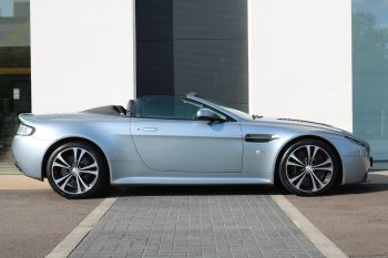 Aston Martin V12 Vantage S Roadster S 2dr Sportshift III image 5 thumbnail