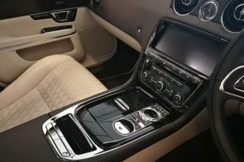 Jaguar XJ 3.0d V6 XJ50 LWB - Delivery Mileage - Surround Camera - Heated and cooled S image 10 thumbnail