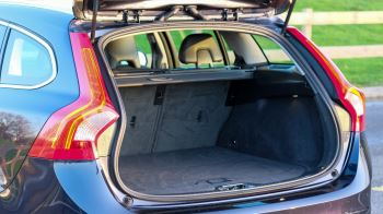 Volvo V60 D4 SE Lux Nav Auto, Winter Illumination & Family Pack, Sunroof, BLIS, VAT Reclaimable image 11 thumbnail