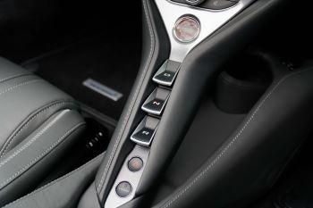 McLaren 720S Spider V8 2dr SSG image 33 thumbnail