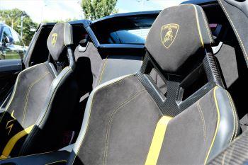 Lamborghini Aventador SV Roadster Superveloce LP 750-4 ISR image 16 thumbnail