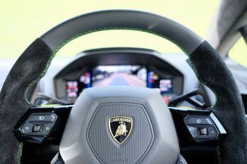 Lamborghini Huracan EVO 5.2 V10 640 2dr Auto AWD image 14 thumbnail