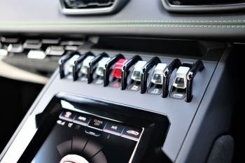 Lamborghini Huracan EVO 5.2 V10 640 2dr Auto AWD image 18 thumbnail