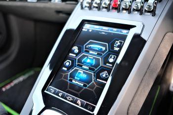 Lamborghini Huracan EVO 5.2 V10 640 2dr Auto AWD image 21 thumbnail