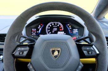Lamborghini Huracan EVO Spyder LP 640-4 image 15 thumbnail