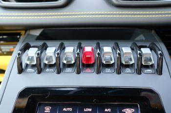 Lamborghini Huracan EVO Spyder LP 640-4 image 17 thumbnail