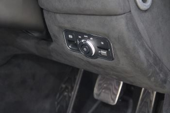 Aston Martin New Vantage 2dr image 25 thumbnail