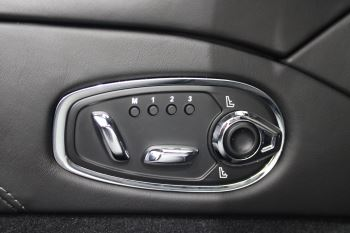 Aston Martin DBS V12 Superleggera 2dr Touchtronic image 31 thumbnail