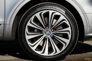Bentley Bentayga 4.0 V8 First Edition 5dr Auto - Mulling Driving Specification image 8 thumbnail
