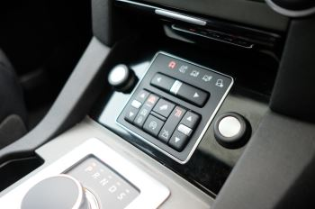 Land Rover Discovery 3.0 SDV6 HSE Luxury 5dr image 27 thumbnail