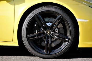 Lamborghini Huracan EVO 5.2 V10 610 2dr Auto RWD image 9 thumbnail