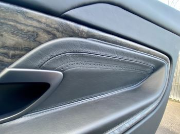 Aston Martin DB11 V12 AMR Touchtronic image 16 thumbnail