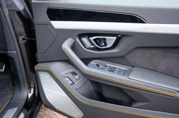 Lamborghini Urus 4.0T FSI V8 5dr Auto - Akrapovic exhaust & Exterior Carbon image 15 thumbnail